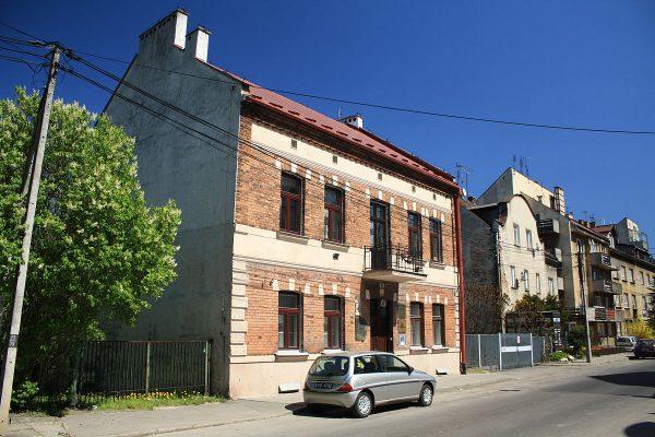 Podczas pobytu w Krakowie Lenin zamieszkał w tym budynku. Dziś mieści się tu Dom Zwierzyniecki - oddział Muzeum Historycznego Miasta Krakowa.