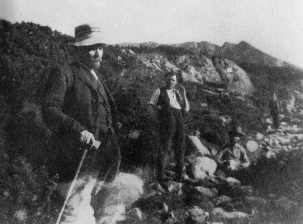 Włodzimierz Lenin z Grigorijem Zinowiewem i Sergiuszem Bagockim podczas spaceru wokół Zakopanego 19 sierpnia 1914 roku. Zdjęcie wykonał Aleksander Bucewicz.