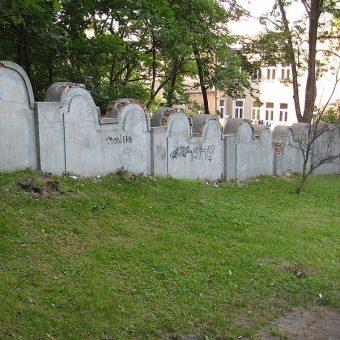 Ocalałe fragmenty muru getta przy ul. Limanowskiego 60 w Krakowie.