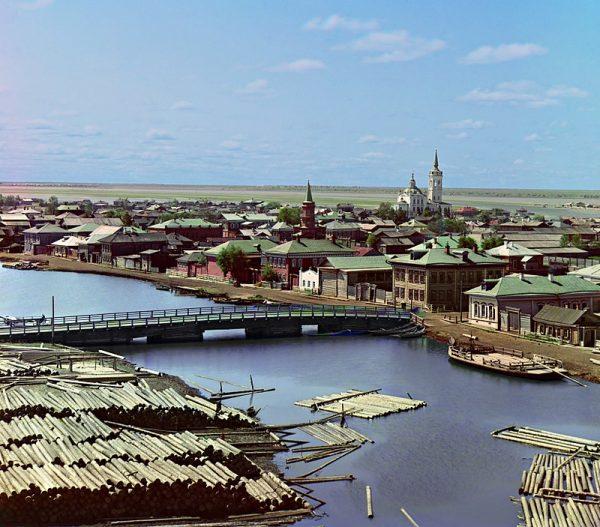 Tobolsk, jedno z najsłynniejszych rosyjskich miast na Syberii. Znajduje się tu rzymskokatolicki kościół Trójcy Przenajświętszej wybudowany na początku XX wieku ze składek rosyjskich Polaków. Wielu z nich było potomkami Sybiraków.