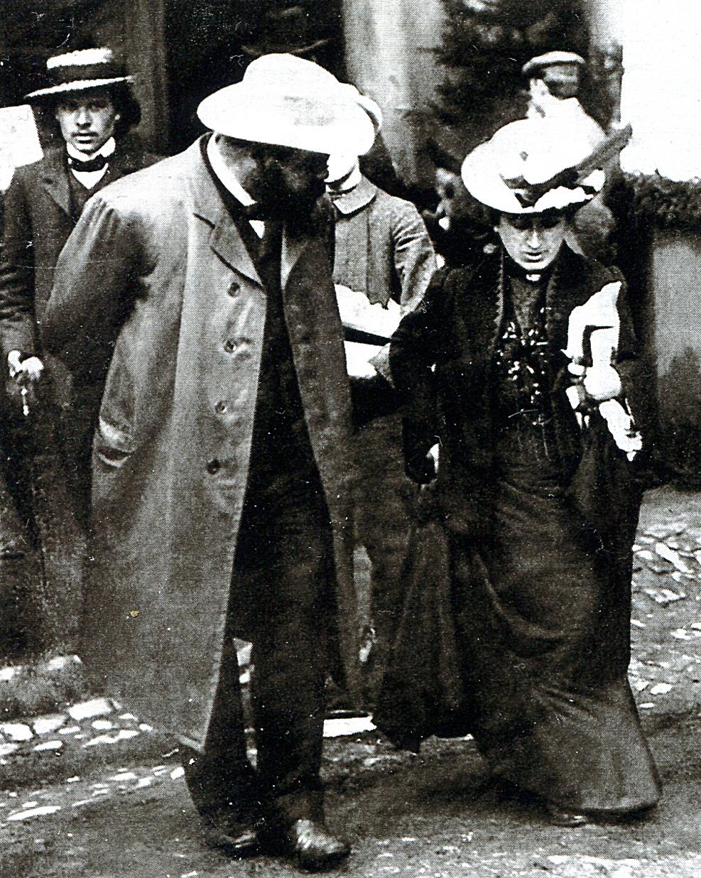 U zarania pomysłu wysłania Lenina do Rosji stał Aleksander Helphand, przedsiębiorca planujący zniszczenie caratu. Na zdjęciu z komunistką Różą Luksemburg.