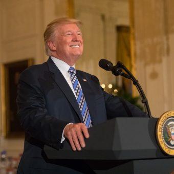 Donald Trump podczas przemówienia w Białym Domu 17 lipca 2017 roku.