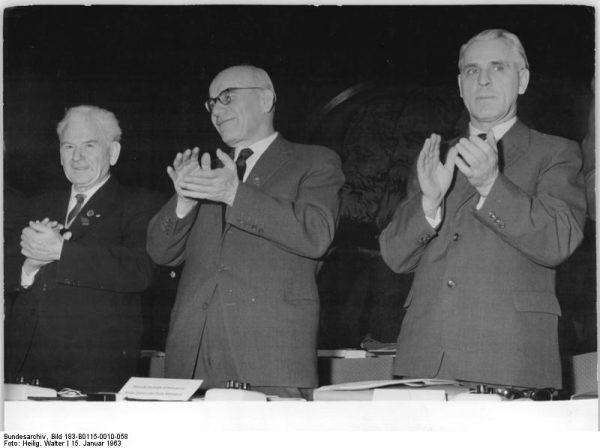 Ludzie uwierzyli, że za Gomułki będzie lepiej. Nowy I Sekretarz nie spełnił jednak pokładanych w nim nadziei... Na zdjęciu towarzysz Wiesław na VI Zjeździe SED w Berlinie.