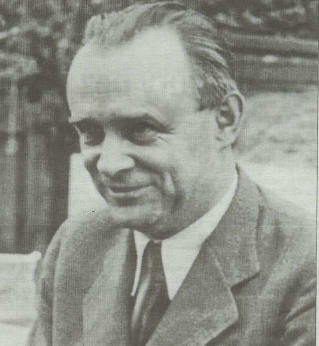 Urodzony w 1895 roku František Moravec był jednym z najwybitniejszych oficerów czechosłowackiego wywiadu wojskowego. Po zajęciu Czechosłowacji przez Niemcy 14 marca 1939 roku zbiegł do Wielkiej Brytanii, gdzie podjął współpracę z wywiadem brytyjskim. Odegrał ważną rolę w planowaniu zamachu na Reinharda Heydricha. Zmarł w roku 1966.