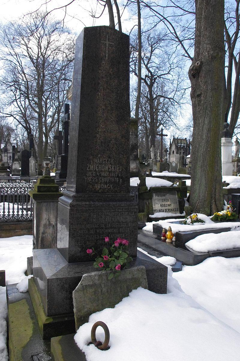 Grób Narcyzy Żmichowskiej znajduje się na Cmentarzu Powązkowskim w Warszawie. Wyjątkowa nagrobna inskrypcja brzmi dziś, w obliczu zapomnienia tej słynnej polskiej feministki, naprawdę paradoksalnie.