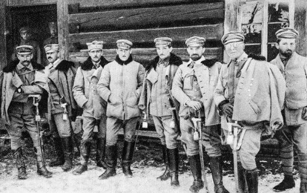 Grupa oficerów z kompanii saperów I Brygady Legionów Polskich w 1915 roku. Mieczysław Dąbkowski piąty od lewej.