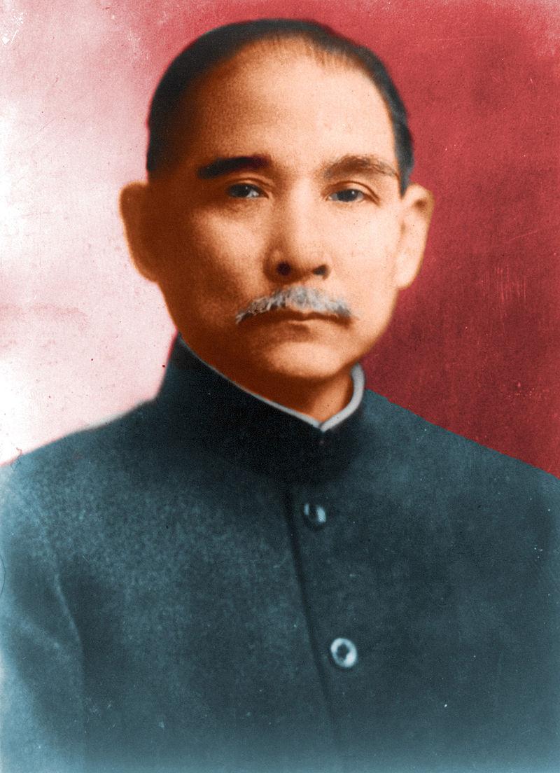 W marcu 1912 roku, po walkach rewolucjonistów i zwolenników cesarza, w Chinach uchwalono tymczasową konstytucję republiki. W sierpniu tego samego roku Sun Jat-sen (na ilustracji) założył partię Kuomintang, która rządziła na Tajwanie nieprzerwanie przez dziesięciolecia.