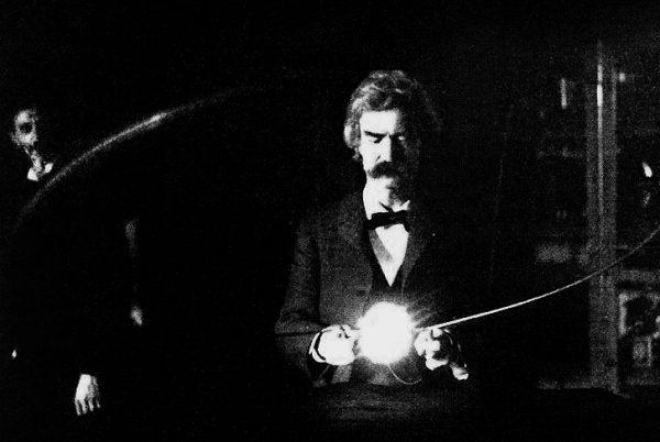 W nowojorskim laboratorium Tesli pojawiały się takie osobistości jak chociażby światowej sławy pisarz Mark Twain. Zdjęcie z 1894 roku.