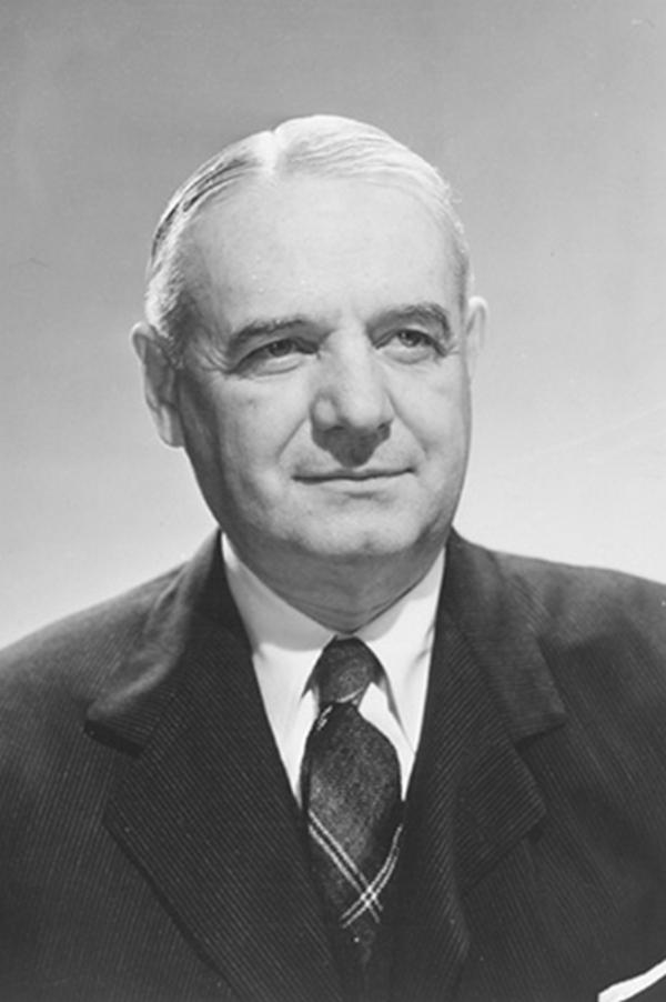 William Donovan (na zdjęciu) był szefem OSS czyli Biura Służb Strategicznych - agencji wywiadowczej Stanów Zjednoczonych działającej w latach 1942-1946. Głównymi zadaniami OSS było gromadzenie i analiza materiału strategicznego oraz planowanie operacji specjalnych.