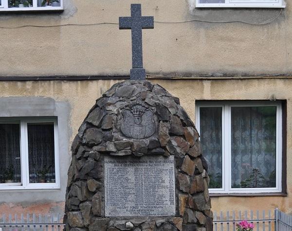 Pomnik ofiar zbrodni UPA z 6 sierpnia 1944 roku.