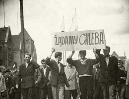Robotnicy żądali chleba, a wielu Polaków po cichu marzyło chociaż o... pracy.