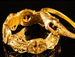 Pierścienie odnalezione w Dorset. Fotografia z materiałów domu aukcyjnego.