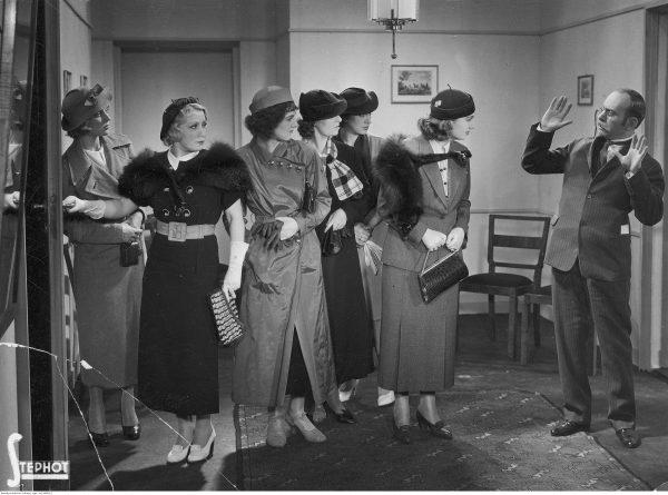 """Tak kobiety szukające pracy wyobrażali sobie twórcy filmu """"Dwie Joasie"""" z 1935 roku. Wiernie? Niekoniecznie."""