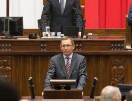 Prezes IPN Jarosław Szarek w sejmie. (Zdjęcie opublikowane na licencji CCA 2.0, autor: Paweł Kula).