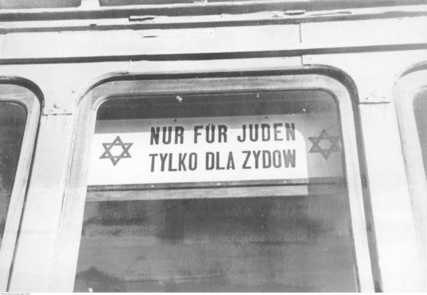 """Warszawa. Tramwaj """"tylko dla Żydów""""."""