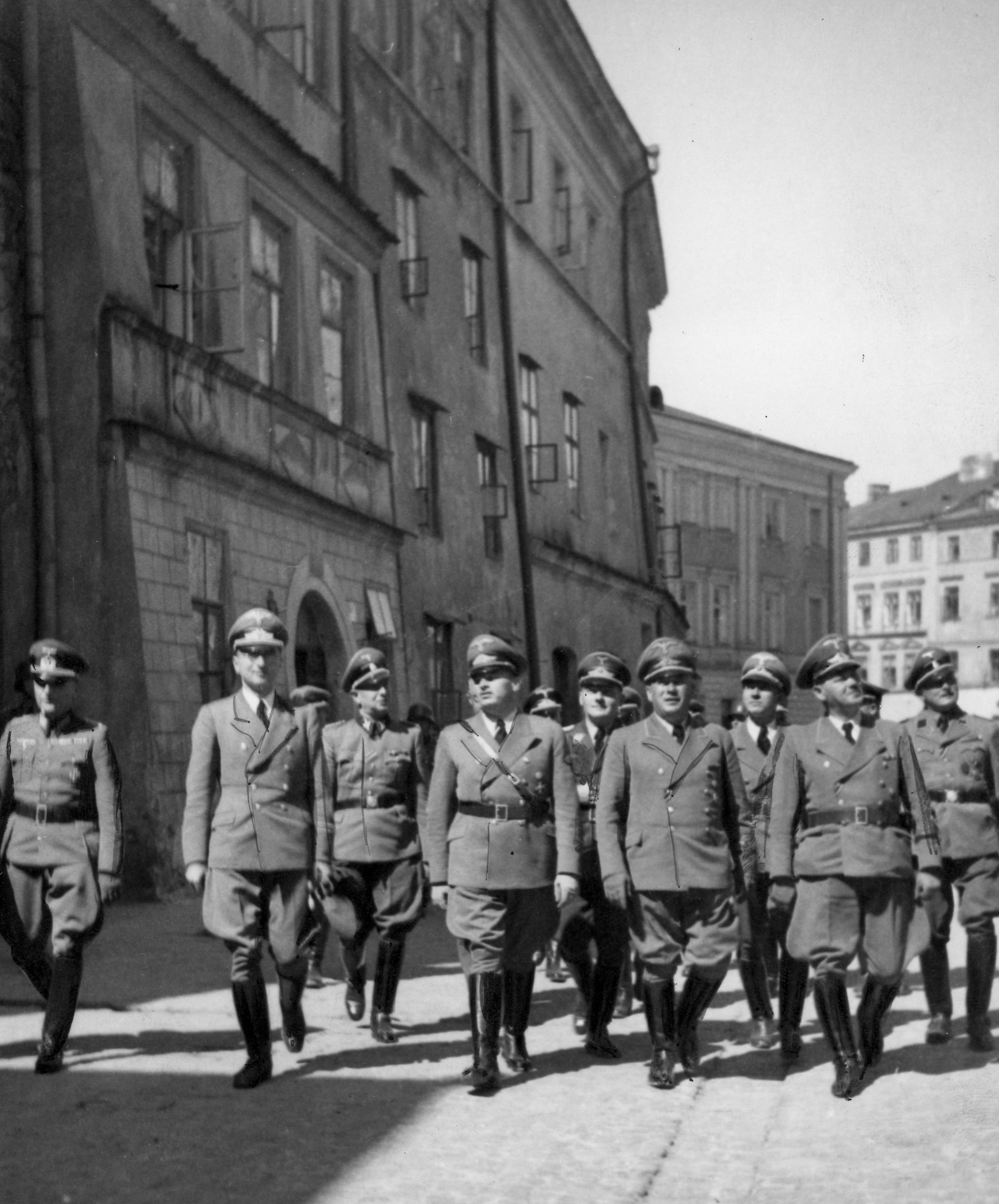 Wizyta Hansa Franka na terenie zlikwidowanego getta w Lublinie.