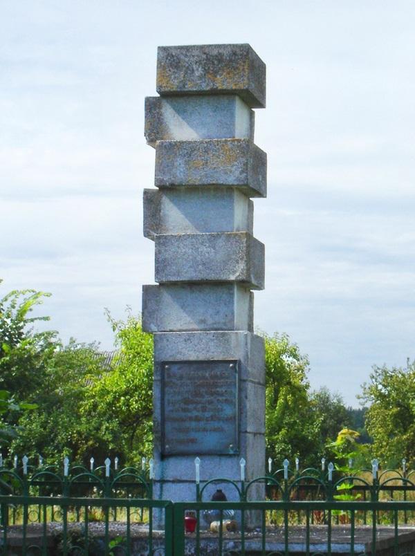 Pomnik poświęcony zamordowanym mieszkańcom wsi Zaleszany. (fot. domena publiczna)