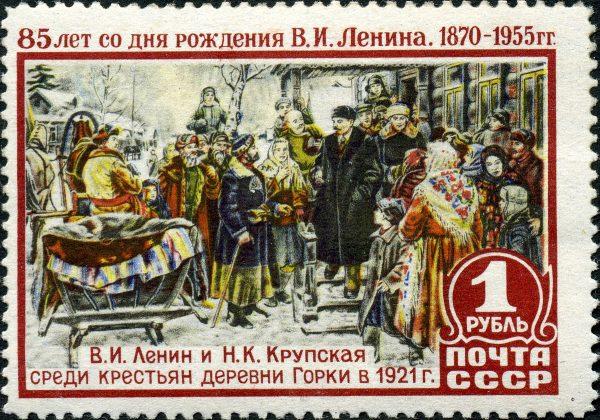 Apologeci Lenina woleliby go widzieć w takiej roli, niż osoby zlecającej zamordowanie setek niewinnych urzędników. Rosyjski znaczek pocztowy z 1955 roku.