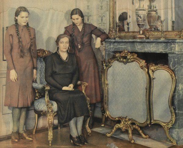 Aleksandra Piłsudska (na zdjęciu z córkami) starała się ukryć przed otoczeniem swoje poruszenie w momencie śmierci męża.