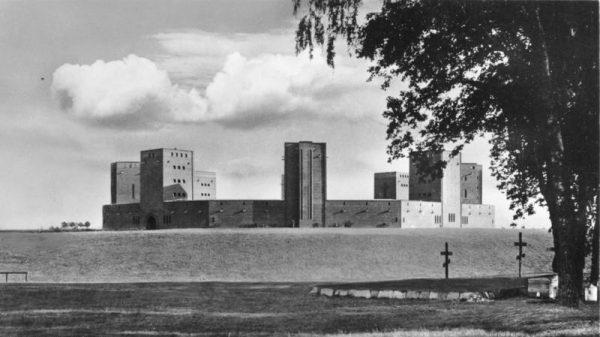 Mauzoleum Hindenburga pod Tannenbergiem. Fotografia przedwojenna.
