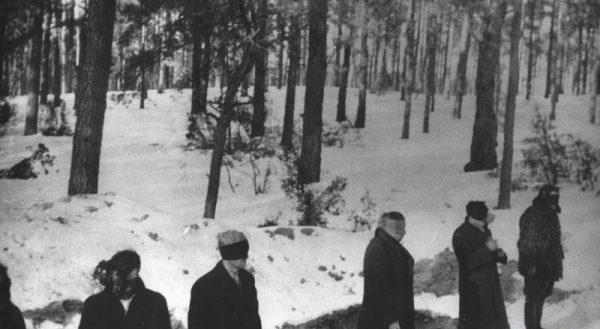 Okrucieństwo Niemców, którego symbolem była egzekucja w Palmirach, zdawało się wykluczać wszelką możliwość podjęcia współpracy.