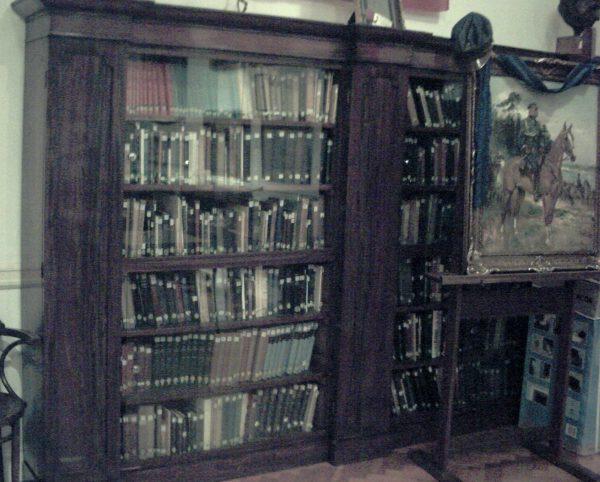 Bogatemu księgozbiorowi Instytutu Piłsudskiego także zagraża licytacja.