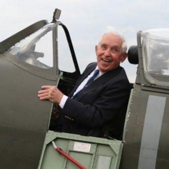 Franciszek Kornicki w 2010 roku ponownie za sterami Spitfire'a.