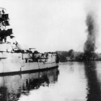 Czy poświęcenie załogi Westerplatte miało pójść na marne? Na zdjęciu ostrzał z pancernika Schleswig-Holstein w pierwszych dniach wojny.
