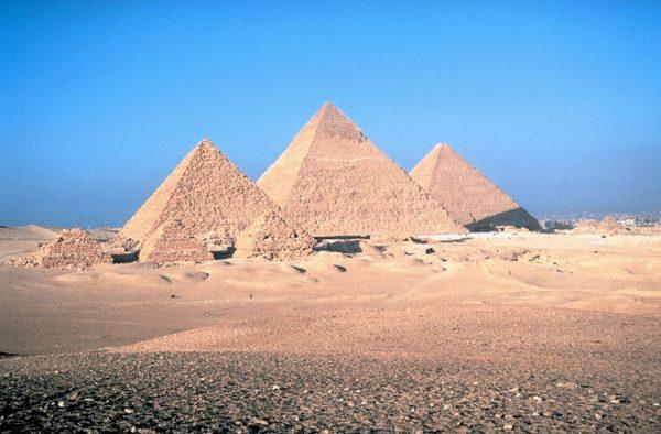 W średniowieczu wymyślano wiele teorii na temat przeznaczenia piramid. Niektóre były całkiem fantastyczne