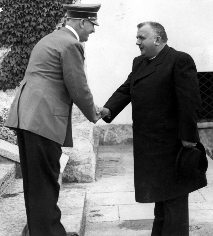 Ksiądz prezydent Jozef Tiso zgodził się, aby Słowacja wzięła czynny udział w inwazji na Polskę obawiając się, że w przeciwnym razie Hitler gotów jest oddać słowackie ziemie Węgrom.