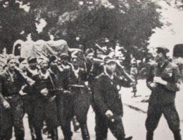"""Żołnierze oddziału Armii Krajowej """"Wiklina"""", działającego na terenie Zamojszczyzny."""