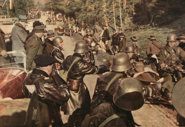 Zajęcie przez Polskę jesienią 1938 roku spornych terenów na Spiszu i Orawie rozbudziło antypolskie nastroje na Słowacji. Na zdjęciu polskie wojska w drodze na Jaworzynę.