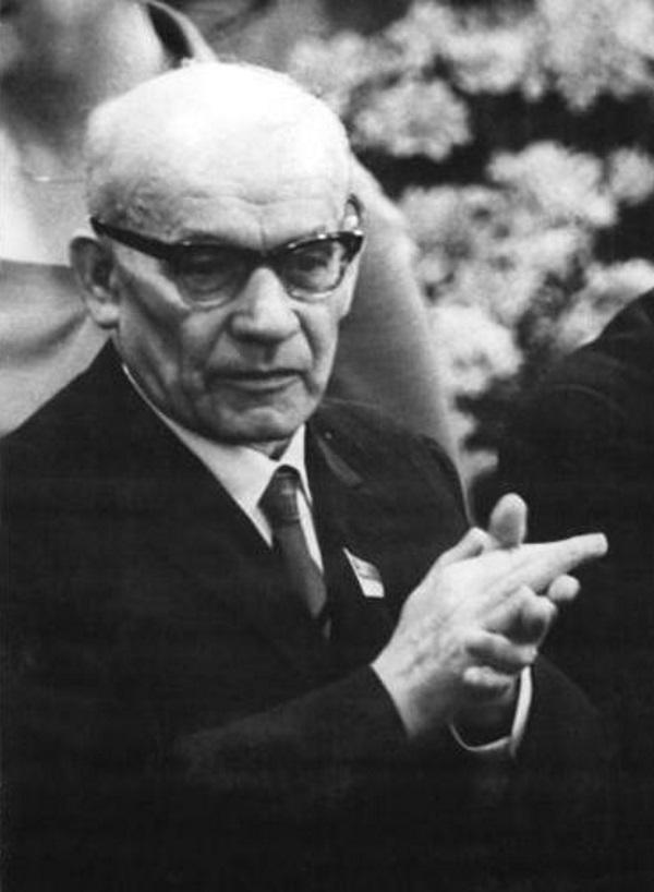 Władysław Gomułka przekonywał Polaków do swoich racji używając państwowego radia. (Ulrich Kohls, Bundesarchiv lic. CC BY-SA 3.0)