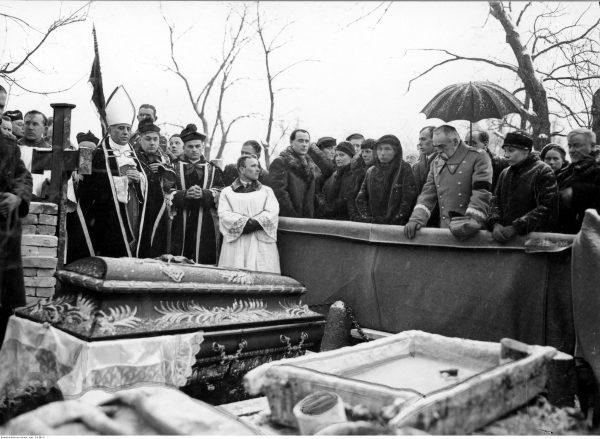 Józef Pilsudski na pogrzebie swojej siostry Zofii Kadenacowej. Wilno, luty 1935.
