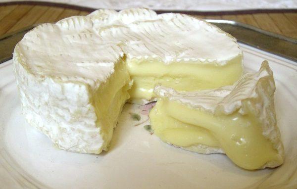 Camembert z Normandii. (fot. NJGJ, lic. CC BY 2.5)
