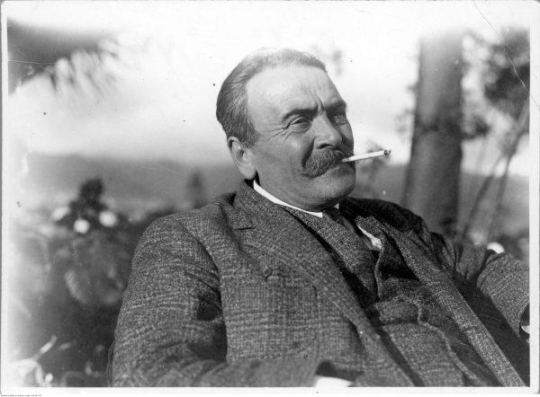 Przyjaciel i niemal rówieśnik Józefa Piłsudskiego, Marcin Woyczyński. Lekarz był tak bliskim współpracownikiem marszałka, że wspólnie z nim wyruszył na Maderę, gdzie w 1931 roku przywódca spędzał słynny urlop.