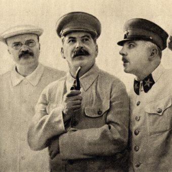 Mołotow, Stalin i Woroszyłow. (fot. domena publiczna)