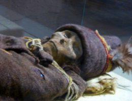 Pochowana mumia należy do wyjątkowych znalezisk mumii białych ludzi odnajdowanych w tej części Azji (fot. Hiroki Ogawa. lic. CCA 3.0)