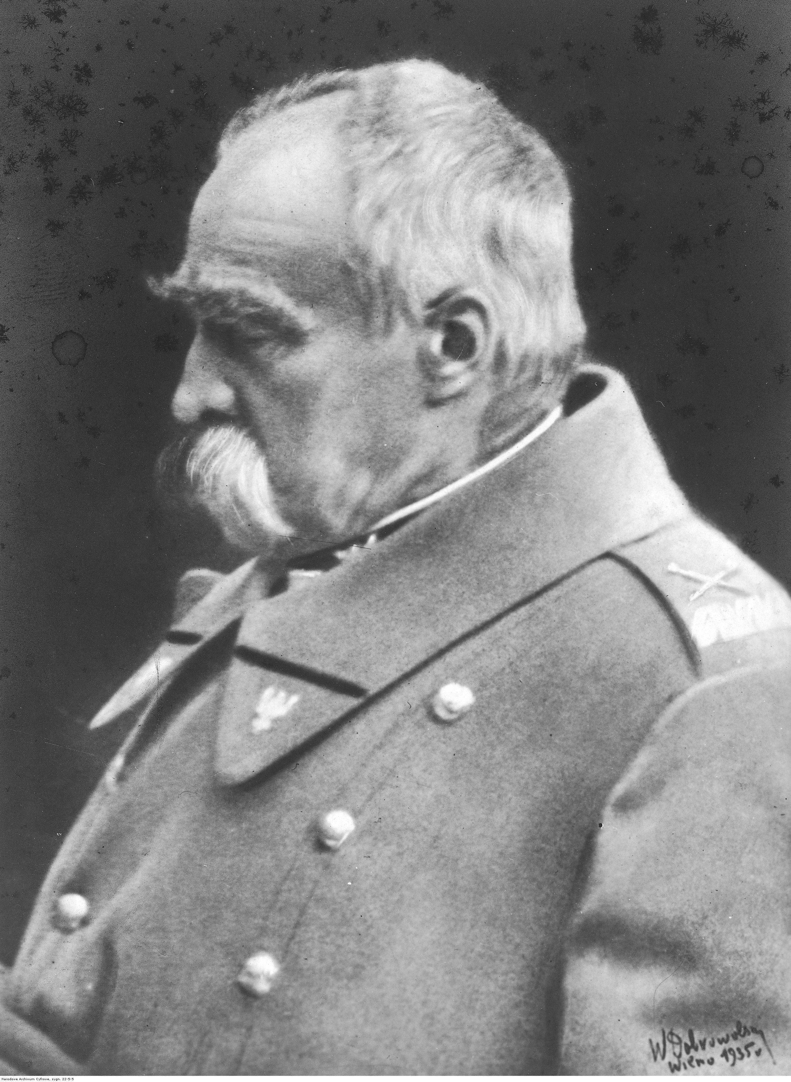 Józef Piłsudski. Oficjalna fotografia portretowa z 1935 roku.
