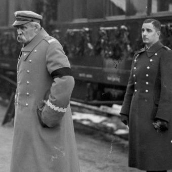 Józef Piłsudski na dworcu w Warszawie, 2 lutego 1935 roku.