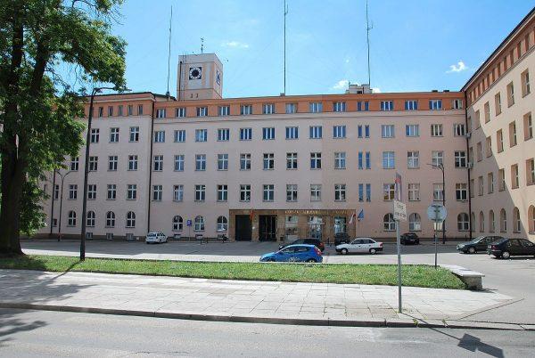 Budynek Urzędu Miasta Łodzi od strony pl. Komuny, który też próbowano przemianować na imienia Lecha Kaczyńskiego.