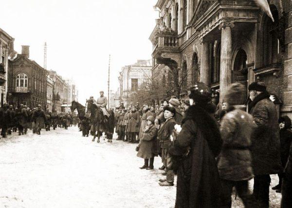 5 Pułk Piechoty Legionów wkracza do Dyneburga, styczeń 1920.
