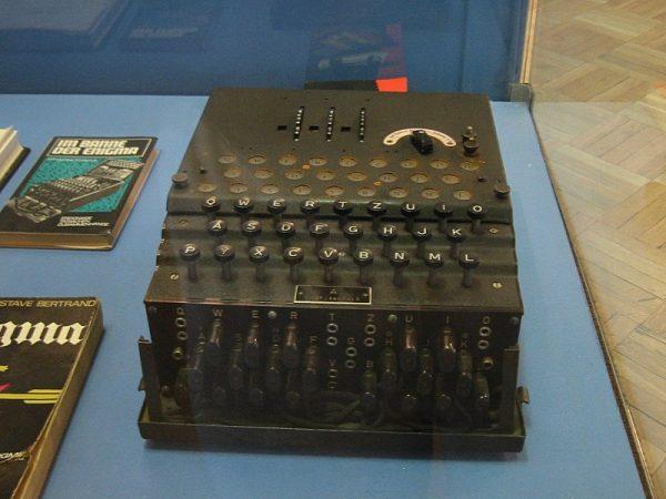 Aliantom szyfr Niemców wydawał się nie do złamania. Niektórzy nawet przestali już próbować, uznawszy, że to tylko strata czasu. Maszyna na zdjęciu pochodzi z warszawskiego Muzeum Techniki.