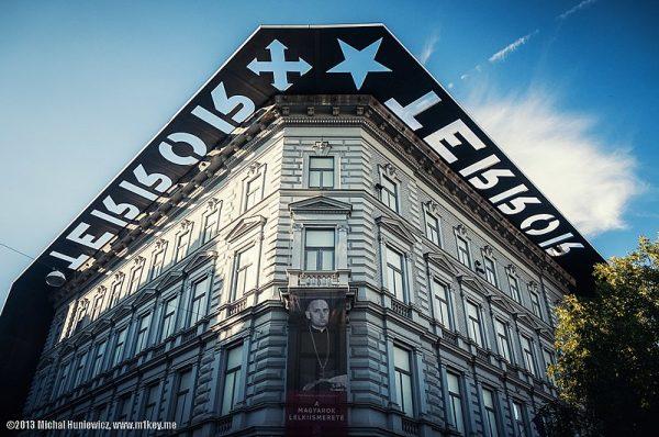 Wystawa w budapesztańskim Domu Terroru jest doskonałym przykładem wykorzystania muzeum do celów politycznych.