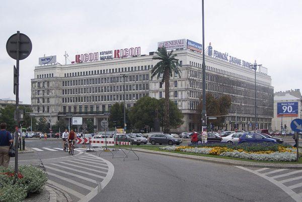 Biuro Polityczne było głównym organem kierowniczym PZPR. W jego skład wchodziło zwykle od 9 do 15 osób. Po wprowadzeniu stanu wojennego znaleźli się tu m.in. Wojciech Jaruzelski i jeden z jego najbliższych współpracowników, Czesław Kiszczak. Na zdjęciu gmach dawnego KC PZPR w Warszawie.