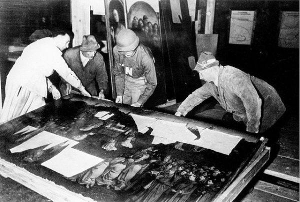 Jednym z dzieł sztuki odzyskanych z rąk nazistowskich pod koniec II wojny światowej był Ołtarz Gandawski.