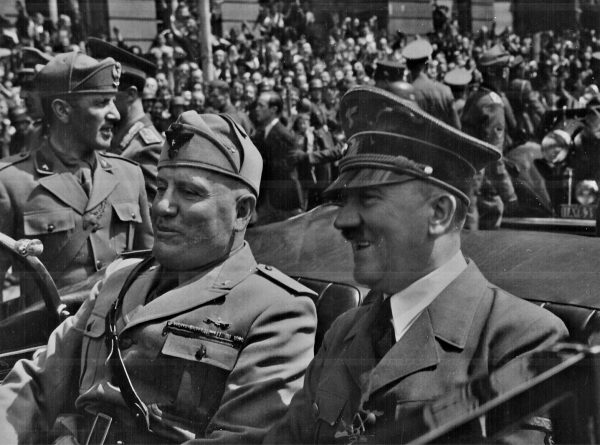 Adolf Hitler i Benito Mussolini w rzeczonym wozie w Monachium w czerwcu 1940 roku.