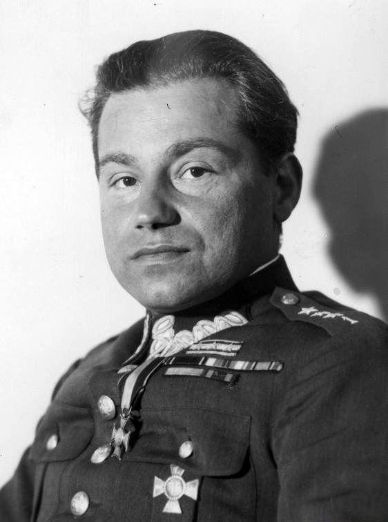 Mieczysław Lepecki w mundurze kapitana 1 Pułku Piechoty Legionów Józefa Piłsudskiego.