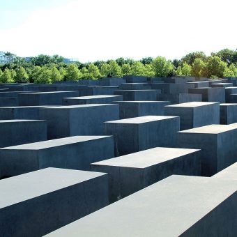 Monument ofiar holokaustu w Berlinie (fot. Mary-Grace Blaha Schexnayder, lic. CCA-SA 3.0)