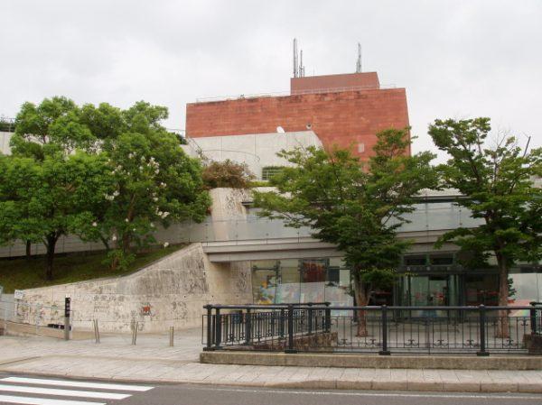 Z Muzeum Bomby Atomowej w Nagasaki, tak jak i z innych japońskich muzeów, konsekwentnie usuwano wzmianki o japońskich zbrodniach wojennych.
